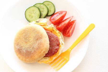 bacon and eggs: Ham egg muffin with healthy salad for breakfast