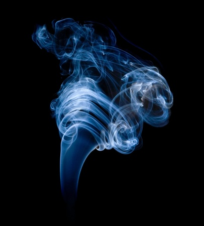 wisp: bosje van rook op zwart;  Stockfoto