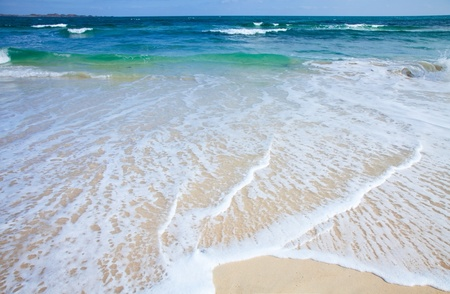zandige oever achtergrond - mooi transparant water over witte stranden van Fuerteventura Stockfoto
