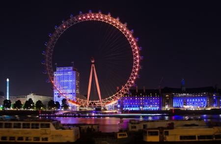 floodlit: London 2012, London eye observation wheel floodlit