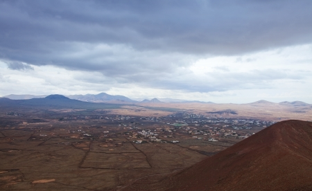 lowrise: Northern Fuerteventura, overcast day, view towards Mount Tindaya Stock Photo
