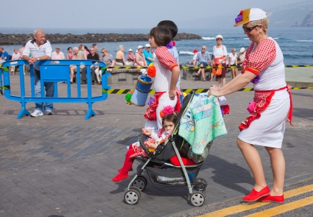 PUERTO DE LA CRUZ, SPAIN - February 16: participants prepare and assemble for the main carnival parade on February 16, 2013 in Puerto de la Cruz, Tenerife, Spain Stock Photo - 18305982
