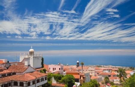 La Orotava, Tenerife, view over the rooftops to Puerto de la Cruz and ocean 版權商用圖片