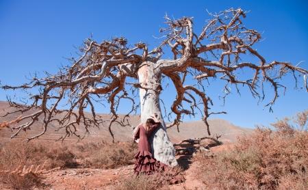 toter baum: Flamenco und ein toter Baum, Kunst, Leben und Tod Lizenzfreie Bilder