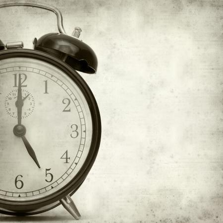 horloge ancienne: vieux r�veil fa�onn�