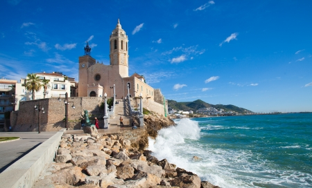 Sitges, 17th century seaside church of Sant Bartomeu i Santa Tecla 版權商用圖片 - 23806499