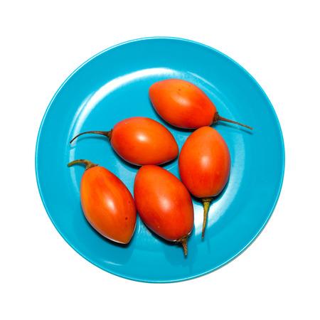tomate de arbol: tomate de �rbol aislado sobre fondo blanco