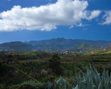 mild: Inland Gran Canaria, view towards central mountains from Barranco de Santa Brigida, Santa Bridige - Teror hiking route