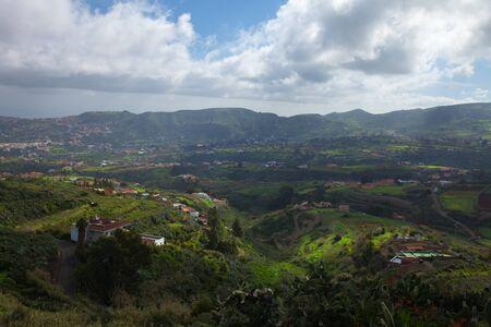 Inland Gran Canaria, view towards central mountains from Pino Santo Alto, Santa Bridiga - Teror hiking route Reklamní fotografie - 35939910