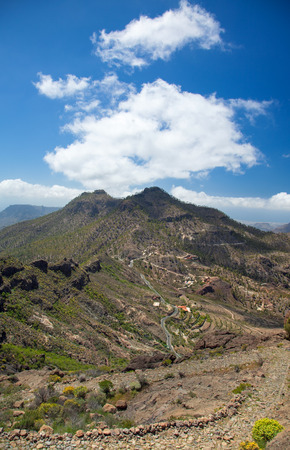 canary isalnds: Gran Canaria, route Cruz Grande - Llanos de la Pez, steep and narrow footpath against the wall of the valley