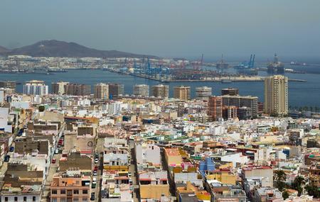 obelisco: Las Palmas de Gran Canaria, aerial view north from the mirador above Triana Editorial