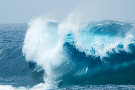 ozean: leistungsstarke Ocean Wellen natürlichen Hintergrund Lizenzfreie Bilder