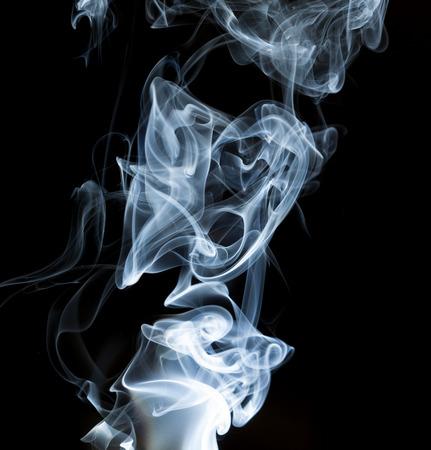 voluta de humo sobre fondo negro Foto de archivo - 49567048
