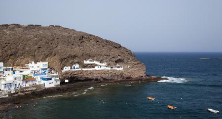 Gran Canaria, Cove Playa de Tufia e piccolo villaggio Tufia, tra cui alcune case grotta Archivio Fotografico - 60615641