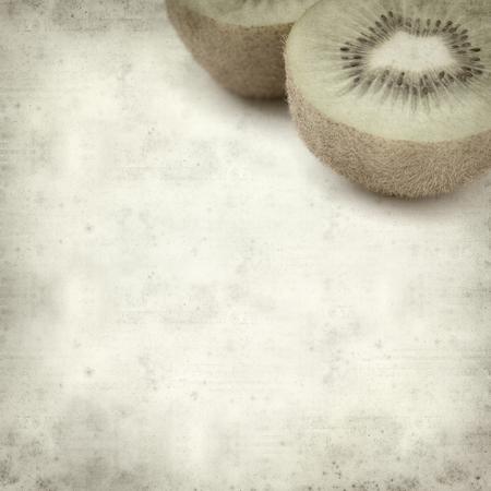 kiwi fruta: fondo de textura de papel viejo con el kiwi verde fresco