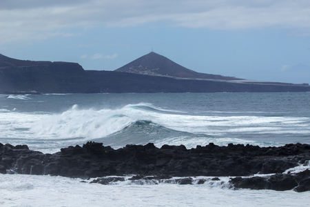 natural background of foamy ocean waves breaking by the shores of Gran Canaria 版權商用圖片