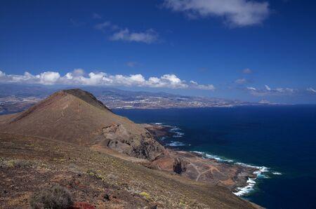 Gran Canaria, Îles Canaries, péninsule de La Isleta, Montana las Coloradas au premier plan, fond naturel