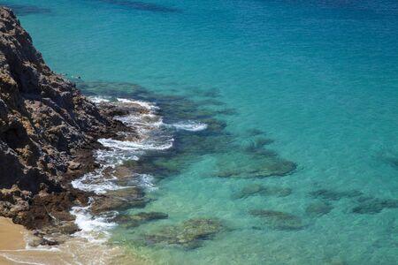 Lanzarote, white sand beaches Playas de Papagayo, transparent water oer white sand Standard-Bild
