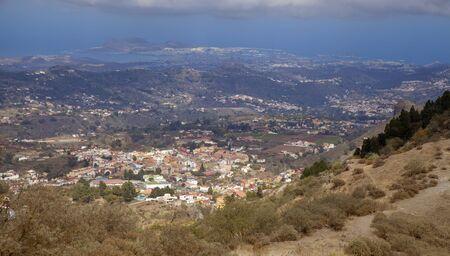 Gran Canaria, October, aerial view over Vega de San Mateo, ocean and Las Palmas in far distance 版權商用圖片 - 132099351