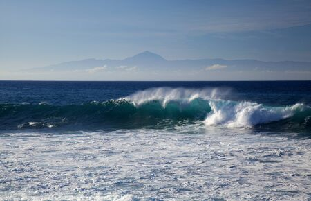 Gran Canaria, breaking waves by the west shore, Teide on Tenerife over the layer of clouds Zdjęcie Seryjne