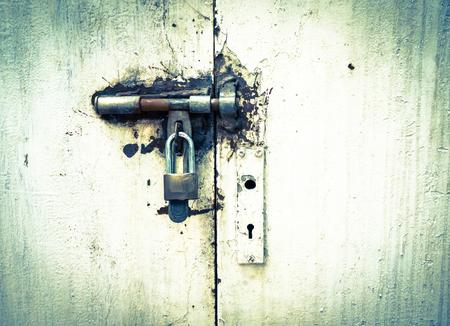 Old door locked Stock Photo - 29174752