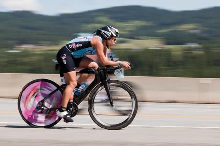 COEUR D ALENE, ID - JUNE 23: Natasha van der Merwe on bike at the June 23, 2013 Ironman Triathlon in Coeur d'Alene, Idaho. Editoriali