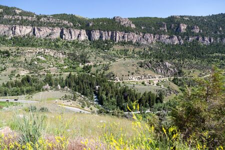 Route 16 zig zags as it makes it way down the steep grade of Ten Sleeps Canyon embankment in Wyoming. Stok Fotoğraf