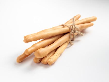 gressins: Isoler les bâtons de pain sur fond blanc Banque d'images