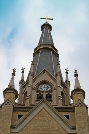 church steeple: Campanile della Chiesa, con una croce sulla parte superiore
