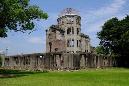 bombe atomique: Atomic bomb dome.