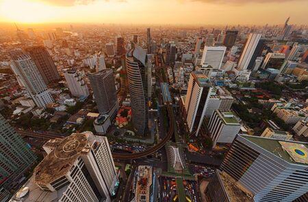 Skyscrapers and Sathorn Intersection, BTS Chong Nonsi, Bangkok, Thailand 版權商用圖片