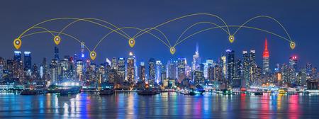 Mapa pin Red y tecnología de conexión Concepto de Skyline de la ciudad de Nueva York, rascacielos, centro de la ciudad, Estados Unidos