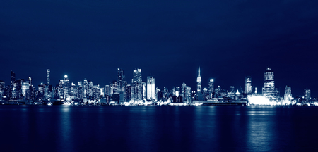 夜は、米国ニューヨーク市のスカイライン 写真素材