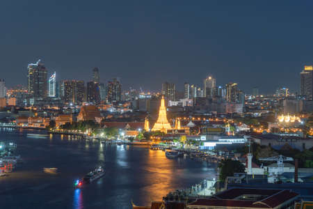 Aerial view of Temple of Dawn or Wat Arun of Chao Phraya River, Bangkok, Thailand in Rattanakosin Island in architecture, Urban old town city, skyline. downtown area at night. Banco de Imagens