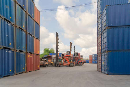 Shipping container site loading by crane in logistic port warehouse storage factory manufacturing business transportation import and export goods of freight business carrier. Banco de Imagens - 163424214