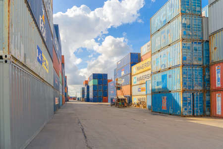 Shipping container site loading by crane in logistic port warehouse storage factory manufacturing business transportation import and export goods of freight business carrier. Banco de Imagens - 163424263