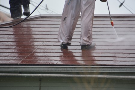 High-pressure washing for the roof coating Imagens