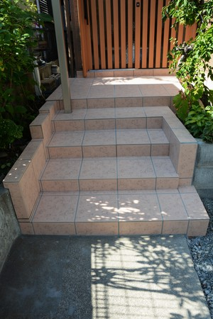 House renovation and the Tiling of the entrance