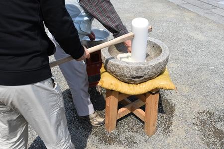 Making the rice cake (Mochi-tsuki)