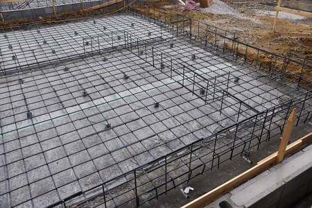 Trabajos de cimentación de la construcción de viviendas.