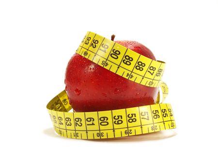 cinta de medir: Manzana roja y cinta m�trica isolared en blanco  Foto de archivo