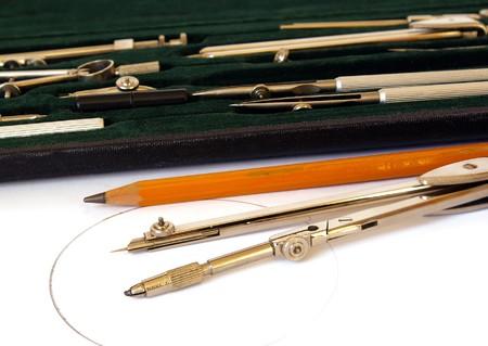 highend: Professional caso di strumenti di disegno su fondo bianco