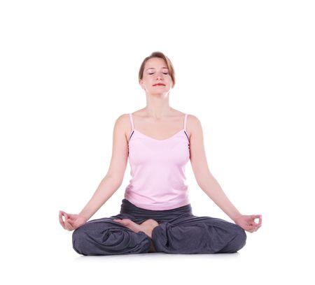mujer meditando: Mujer meditando sobre un fondo blanco.