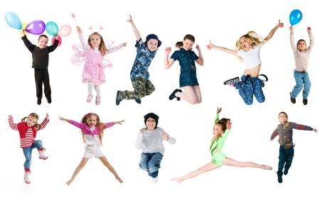 persona saltando: Fotos de colecci�n de saltar de ni�os Foto de archivo