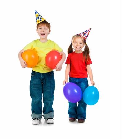 prodigio: Kids in tappi di compleanno su sfondo bianco