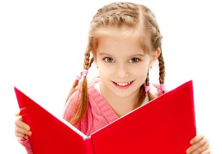 jolie petite fille: douce petite fille heureuse de lire un livre Banque d'images