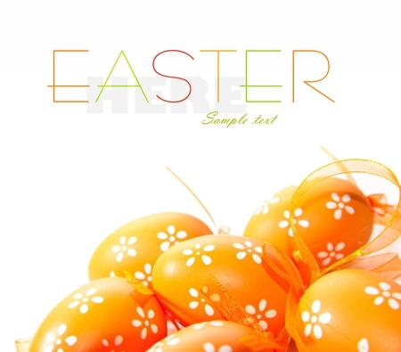 buona pasqua: Dipinto di uova colorate di Pasqua su sfondo bianco Archivio Fotografico