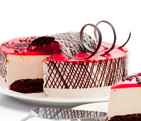 케이크: 딸기 케이크 Ower 흰색 배경