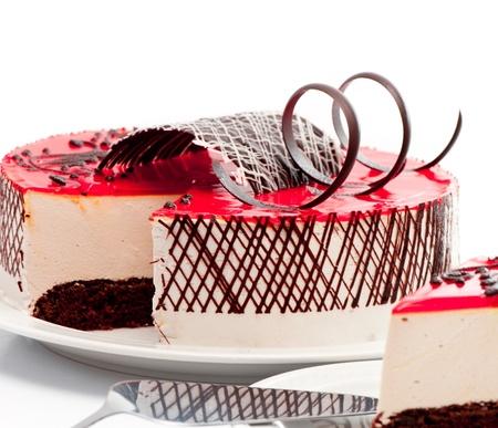 rebanada de pastel: tarta de fresa ODER fondo blanco Foto de archivo