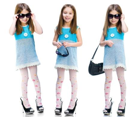 little models: Ni�a en zapatos grandes aislados en fondo blanco Conjunto
